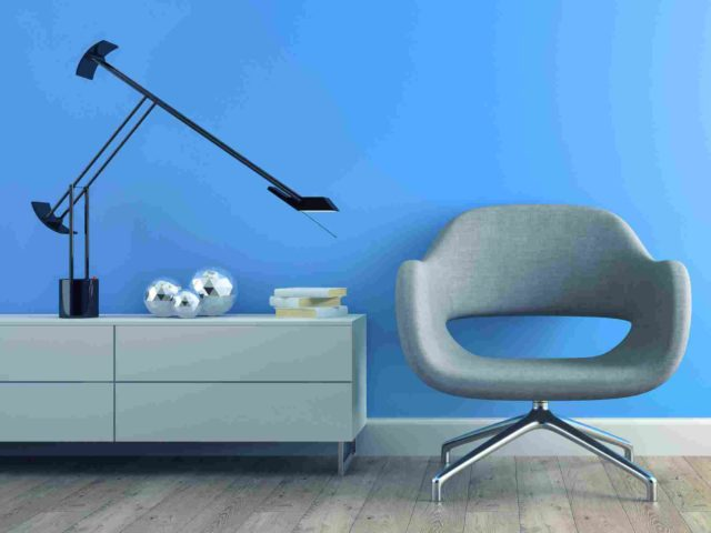 https://ra-zoom.kz/wp-content/uploads/2017/05/image-chair-blue-wall-640x480.jpg
